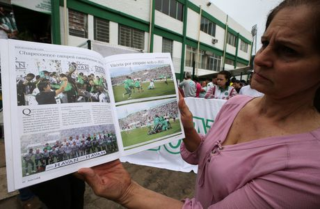 Nhung giot nuoc mat tien biet Chapecoense - Anh 12