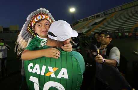 Nhung giot nuoc mat tien biet Chapecoense - Anh 13