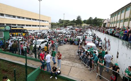 Nhung giot nuoc mat tien biet Chapecoense - Anh 1