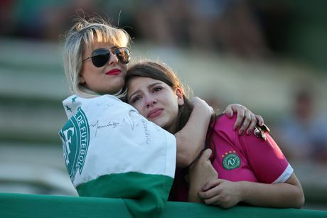 Nhung giot nuoc mat tien biet Chapecoense - Anh 4