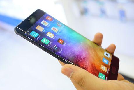 Nhung smartphone hap dan chi ban tren thi truong xach tay - Anh 3