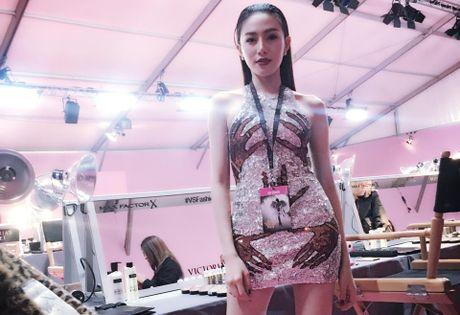 Le Ha, Ngoc Duyen vao hau truong Victoria's Secret Show - Anh 4