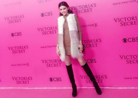 Le Ha, Ngoc Duyen vao hau truong Victoria's Secret Show - Anh 5
