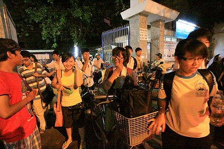 TP.HCM khong thu phi day phu dao hoc sinh yeu - Anh 1
