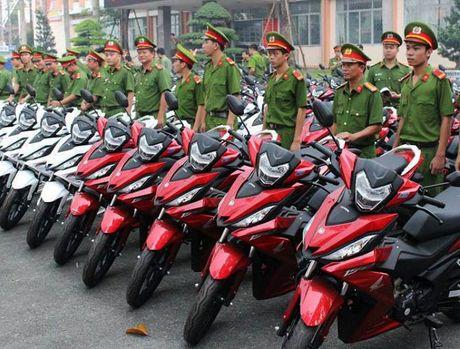 Binh Duong chi 4 ty mua 100 moto cho cong an bat toi pham - Anh 1