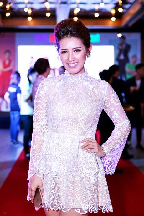 Angela Phuong Trinh duoc dan ve si ho tong khi ra mat phim - Anh 7