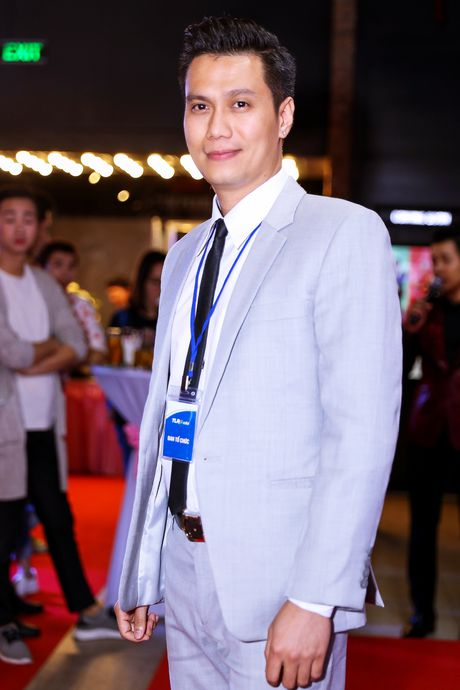 Angela Phuong Trinh duoc dan ve si ho tong khi ra mat phim - Anh 8