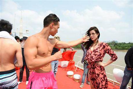 Diep Lam Anh bat ngo bi Thai Hoa vo trong 'Ve si Sai Gon' - Anh 1