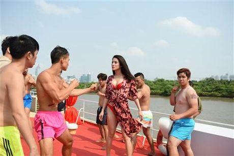 Diep Lam Anh bat ngo bi Thai Hoa vo trong 'Ve si Sai Gon' - Anh 2