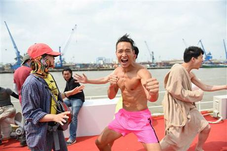 Diep Lam Anh bat ngo bi Thai Hoa vo trong 'Ve si Sai Gon' - Anh 3