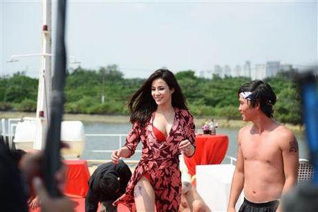 Diep Lam Anh bat ngo bi Thai Hoa vo trong 'Ve si Sai Gon' - Anh 7