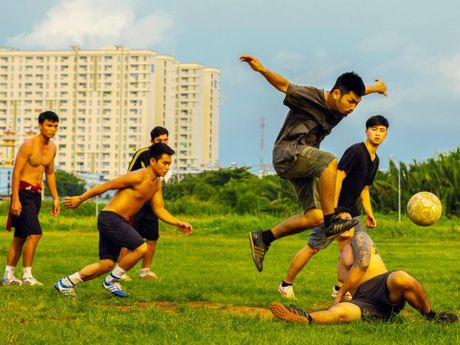 Phim 'Sut' vach mat chi ten te nan trong bong da - Anh 1