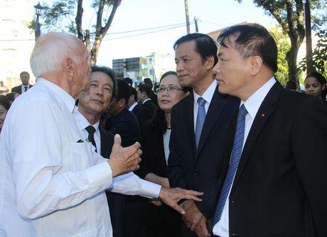 Chu tich Quoc hoi dat vong hoa tai tuong dai Ho Chi Minh o Cuba - Anh 10