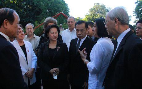 Chu tich Quoc hoi dat vong hoa tai tuong dai Ho Chi Minh o Cuba - Anh 5