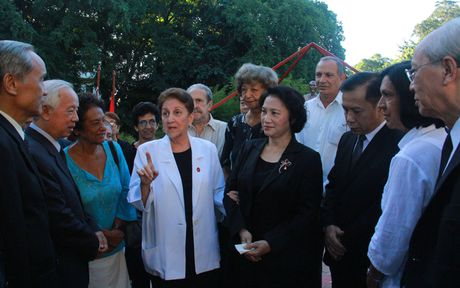 Chu tich Quoc hoi dat vong hoa tai tuong dai Ho Chi Minh o Cuba - Anh 7