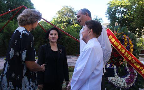 Chu tich Quoc hoi dat vong hoa tai tuong dai Ho Chi Minh o Cuba - Anh 8