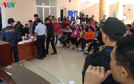 Xep hang dai mua ve xem DT Viet Nam - Indonesia qua duong cong van - Anh 1