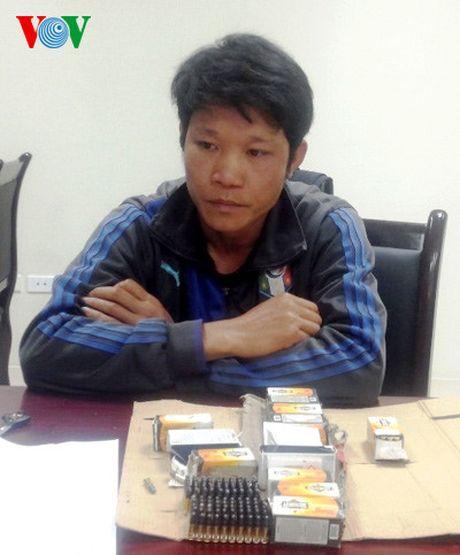 Phat hien doi tuong van chuyen 700 vien dan qua bien gioi - Anh 1
