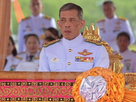 Hoang Thai tu Thai Lan Vajiralongkorn da ve Bangkok de len ngoi - Anh 1