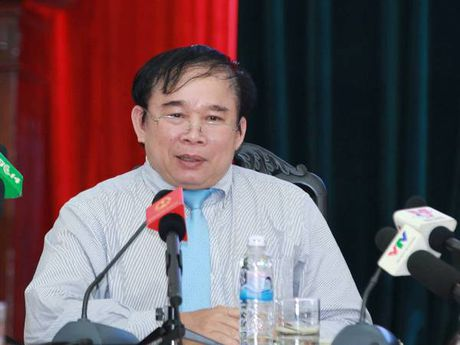 Thu truong Bo Giao duc 'tran an' ve thong tin tai lieu on thi - Anh 1