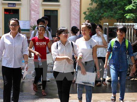 Thu truong Bo Giao duc 'tran an' ve thong tin tai lieu on thi - Anh 2