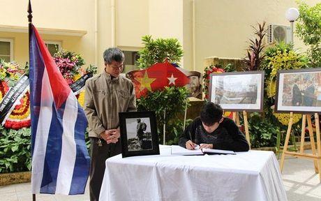 Nhan dan Viet Nam tuong nho lanh tu Cuba Fidel Castro - Anh 9