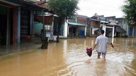 Binh Dinh: Da co nguoi chet va mat tich do mua lu - Anh 4