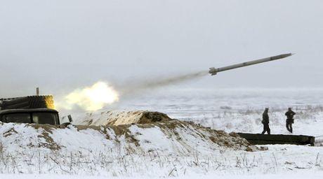 Putin dieu 55.000 linh ap sat bien gioi Ukraine, san sang cho chien tranh? - Anh 2