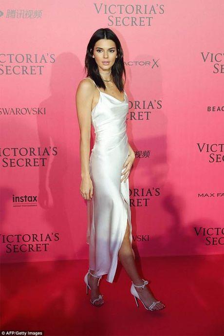 Hot girl Hollywood khoe body tao bao voi dam xuyen thau - Anh 11