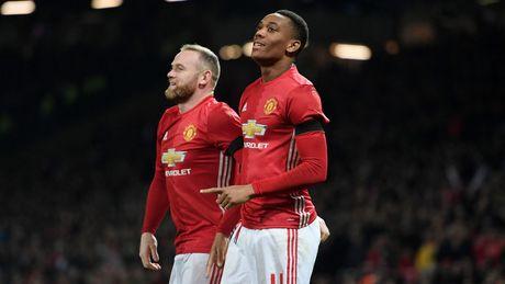 Diem tin sang 01/12: Man Utd vao Ban ket; Schweinsteiger tai xuat tai League Cup - Anh 1