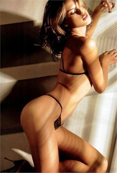 Alessandra Ambrosio - 'thien than' me Barca nong nan trong do noi y - Anh 2