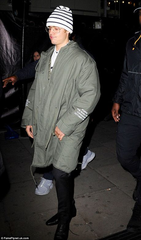 Justin Bieber xuong ma tram trong khien fan soc - Anh 2