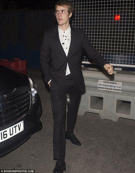 Justin Bieber xuong ma tram trong khien fan soc - Anh 7