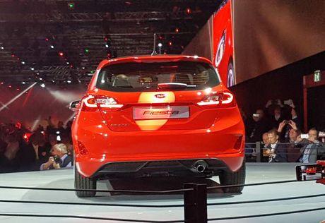 Soi 'anh song' Ford Fiesta 2017 vua ra mat tai Duc - Anh 5