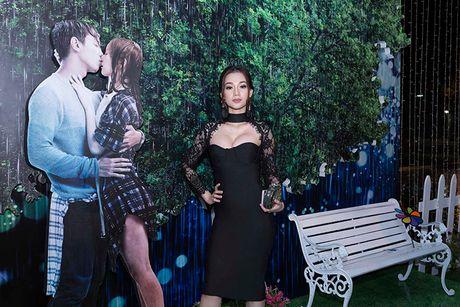 Vang Hong Dao, Quang Minh le bong ra mat phim moi - Anh 10