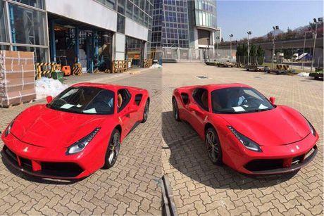 'Soi' sieu xe Ferrari 488 Spider qua canh sap ve Viet Nam - Anh 1