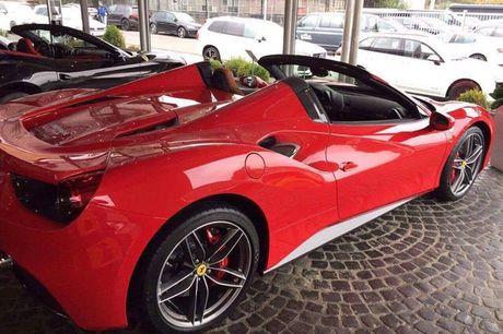 'Soi' sieu xe Ferrari 488 Spider qua canh sap ve Viet Nam - Anh 3