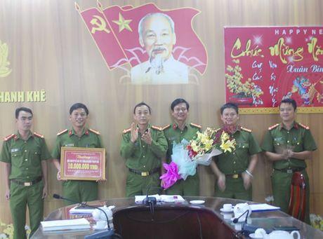Khen thuong nong CAQ Thanh Khe kham pha chuyen an ma tuy - Anh 1