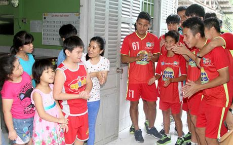 HAGL: Duc Luong noi got Xuan Truong den Han Quoc thi dau - Anh 3