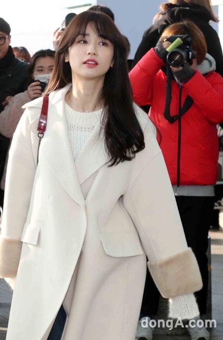 Taeyeon, Kim Yoo Jung dep tua thien than tai san bay di du MAMA 2016 - Anh 15