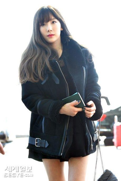 Taeyeon, Kim Yoo Jung dep tua thien than tai san bay di du MAMA 2016 - Anh 3
