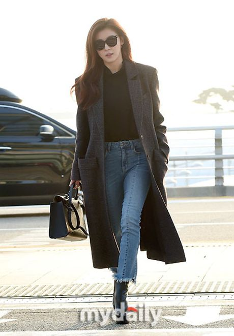 Taeyeon, Kim Yoo Jung dep tua thien than tai san bay di du MAMA 2016 - Anh 4