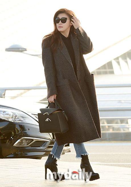 Taeyeon, Kim Yoo Jung dep tua thien than tai san bay di du MAMA 2016 - Anh 5