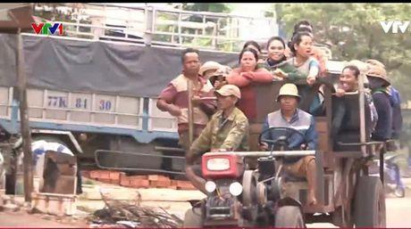 "Hiem hoa rinh rap tu xe cong nong ""ba khong"" - Anh 1"
