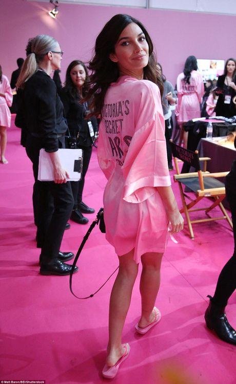 """Bong mat"" voi loat anh hau truong Victoria's Secret Fashion Show 2016 - Anh 15"