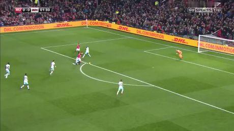 Arsenal thua soc, Man United vao ban ket Cup Lien doan - Anh 1