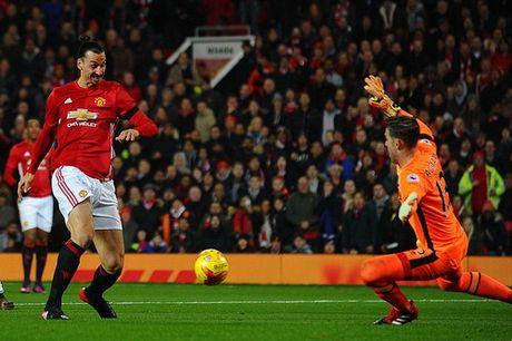 Arsenal thua soc, Man United vao ban ket Cup Lien doan - Anh 2