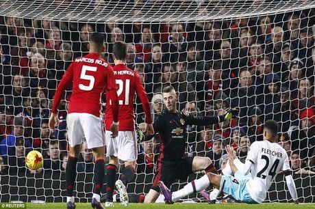 Arsenal thua soc, Man United vao ban ket Cup Lien doan - Anh 5