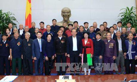 Pho Thu tuong Truong Hoa Binh gap mat dong bao thieu so Bac Giang tieu bieu - Anh 2
