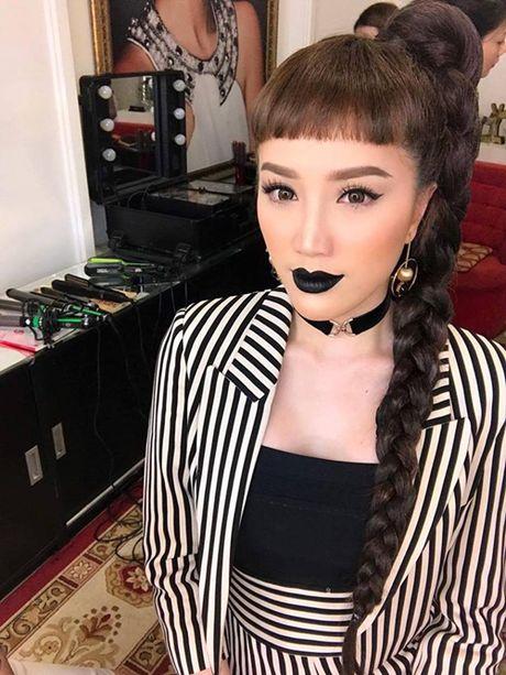 Sao Viet 1/12: Midu sexy nhan giai o Han Quoc, Bao Thy moi den ca tinh - Anh 2